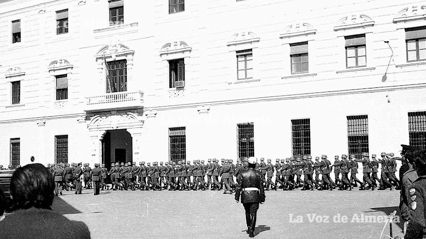 El cuartel de la Misericordia en la Transición. En la noche del golpe se reforzaron las guardias dentro y los soldados estuvieron en alerta.