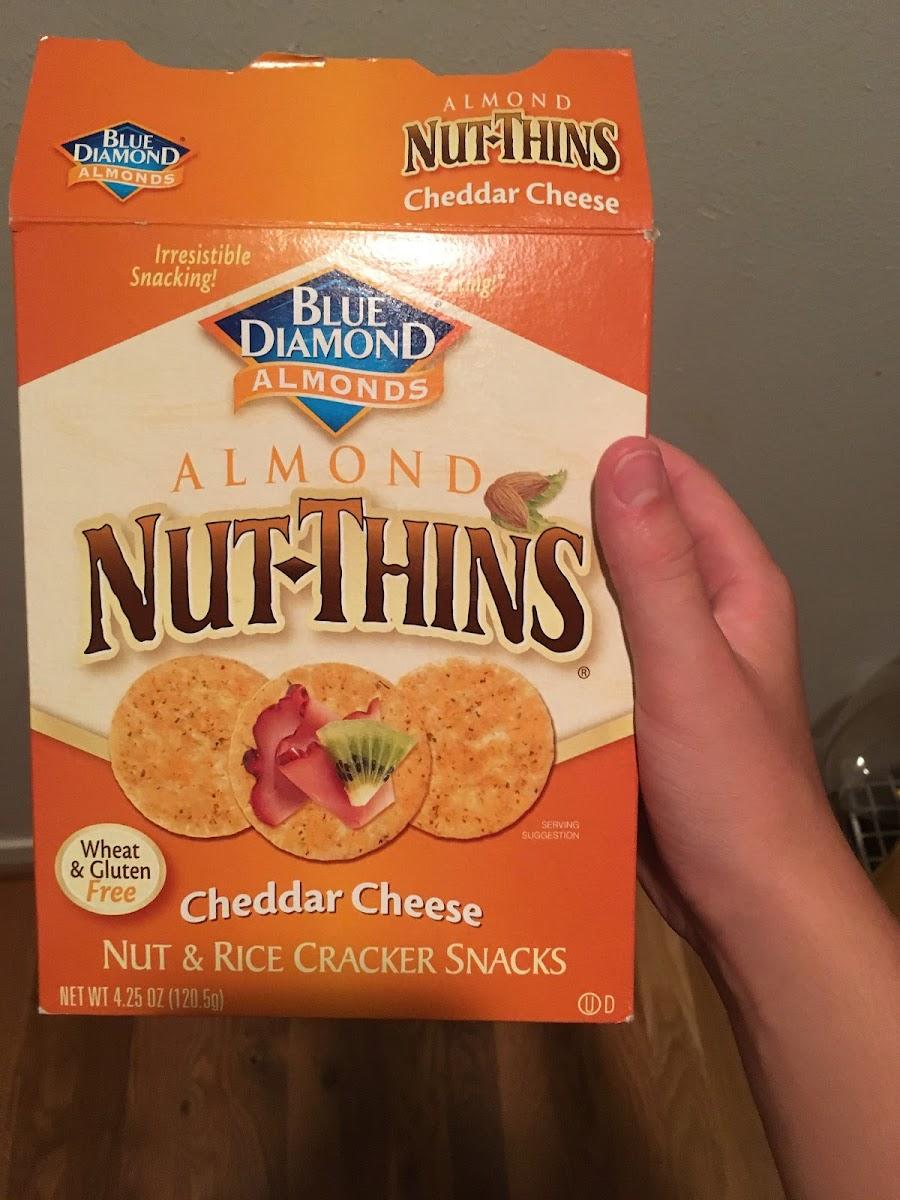 Nut & rice cracker snacks, cheddar cheese