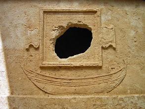 Photo: Vaulted Sarcophagus from 2nd century AD built for captain Eudemos with relief of a galley. Detail and Greek inscription ********** Gewelfde Sarcofaag uit de 2de eeuw van kapitein Eudemos met relief van een galei. Detail met Griekse inscriptie.