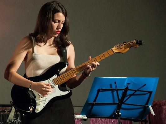 Anna alla chitarra di emanuela_terzi