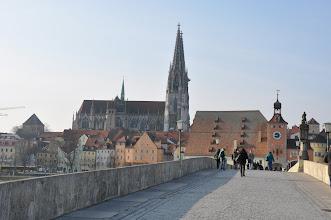 Photo: Steinerne Brücke (Kamenný most) je nejstarším mostem v Německu a významnou stavbou města Řezna.