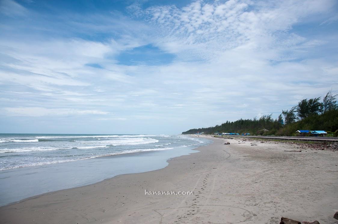 Pantai terpanjang di dunia: Pantai Panjang.