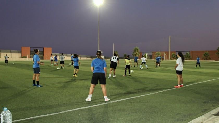 Las jugadoras del CD El Ejido en un entrenamiento.