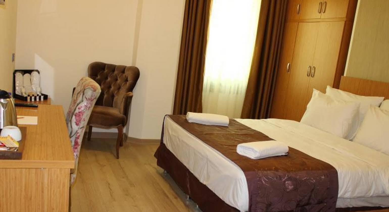 Realist Hotel