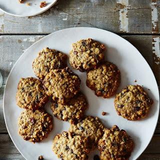 Low-Sugar Oatmeal Raisin Cranberry Cookies.