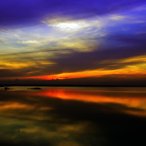 """""""Sunset is so marvellous that even the sun itself watches it every day in the reflections of the infinite oceans!""""  ― Mehmet Murat ildan by Manoj Swaminathan - Landscapes Sunsets & Sunrises ( reflection, waterscape, sunset )"""