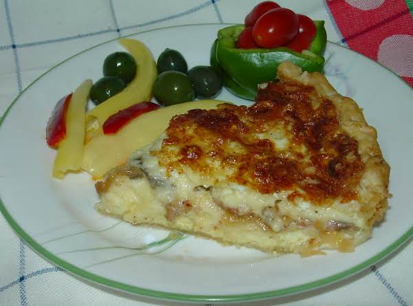 Pam's  Bacon, Mushroom And Carmelized Onion Quiche
