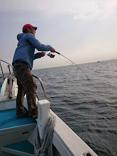 """Photo: 「今日こそ!」の""""ササノさん""""! 「今年、まだヒラス釣ってませんから~」"""