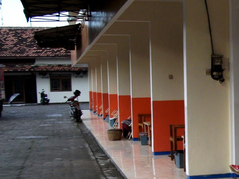 Teras masing-masing kamar Hotel Kurnia Blora