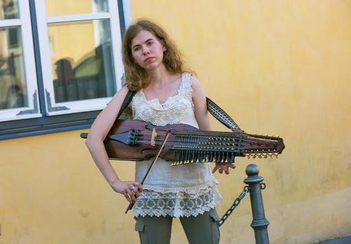 tallinn-street-musician2.jpg - A street musician near Alexander Nevsky Cathedral in Old Tallinn.