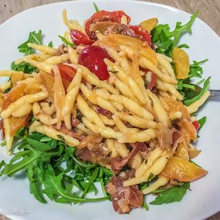 Pasta with Peaches, Prosciutto and Arugula