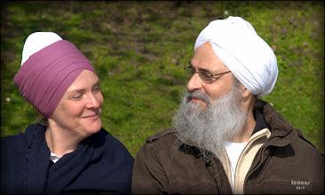 Photo: Yogis mit weißer Kopfbedeckung