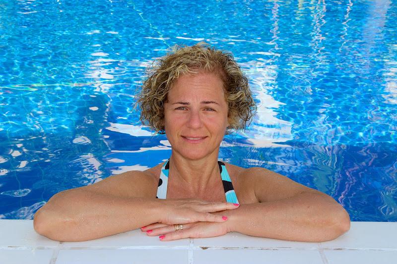 ritratto in piscina di Contias