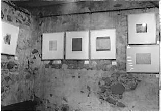 Photo: Radierungen in der Klostergalerie