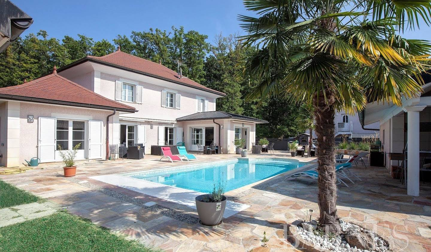 Property with pool and garden Ornex