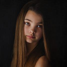 Oliwia by Alicja Warzecha Fotografia - Babies & Children Child Portraits ( girl portrait studio light daughter colour )