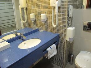 Photo: Rou4HR105-150930Bucarest, hôtel Minerva, chambre, salle d'eau IMG_8584