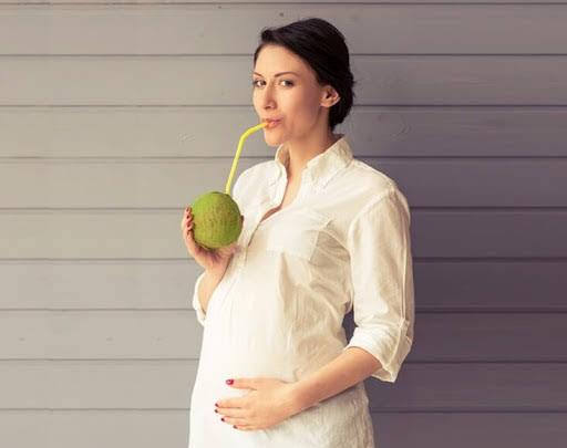 Mang thai 12 tuần uống nước dừa được không