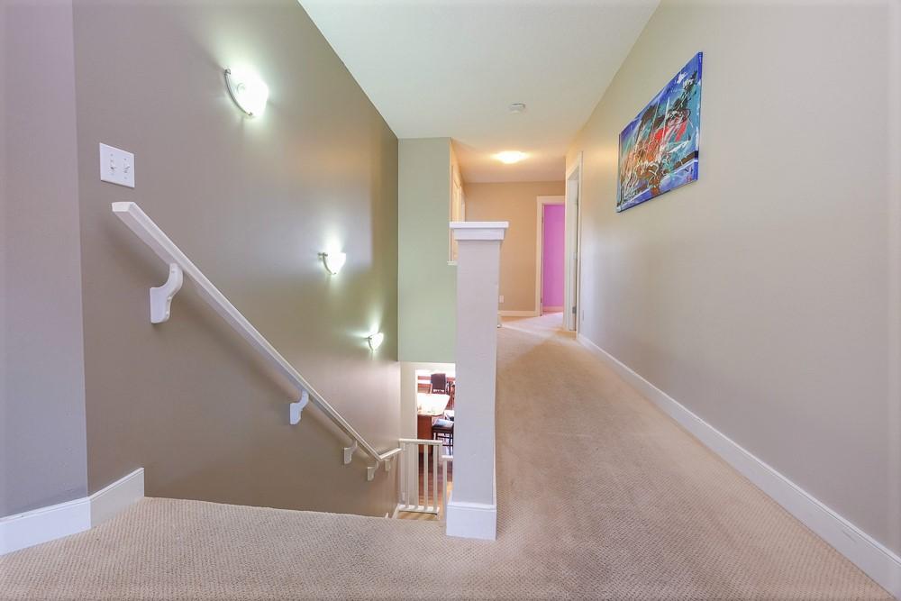 hallway upper.jpg