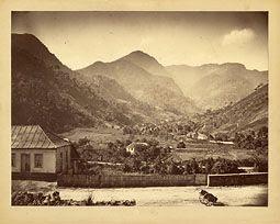 Photo: Rua Teresa. Mais abaixo, Rua Souza Franco. Mais ao fundo, Torre do Morin e Pico do Cobiçado. Foto da década de 1870