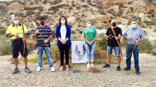 Benahadux se hace internacional a través del tiro con armas prehistóricas