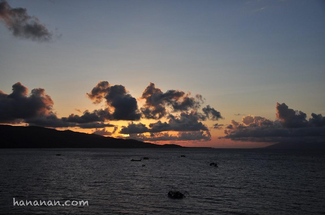 Suasana petang di atas bukit Lamreh ini yang paling paling paling bikin kangen Lamreh. Sunset