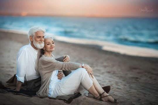Пара на берегу