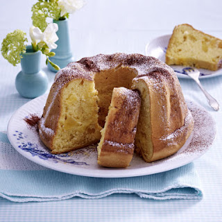 Bundt Cake with Apples