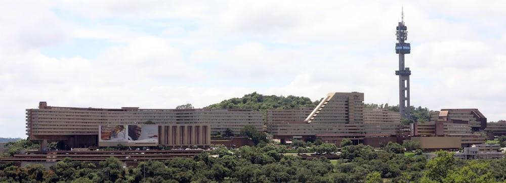 Minister seeks legal advice on Unisa enrolments