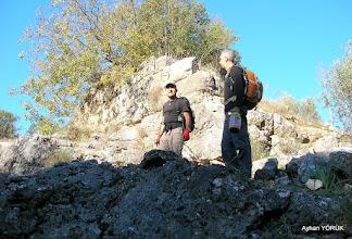 Photo: Üçdere Mevkii'nde ki Kale. Çile Üçdere Mevkii'nde ki kapalı patikanın açılıp işaretlenmesi. EFES-MİMAS (İYON) YOLU 2. Etabı - 29.11.1015