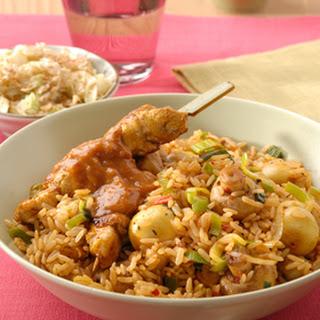 Nasi Goreng met sambalchampignons en kipsaté