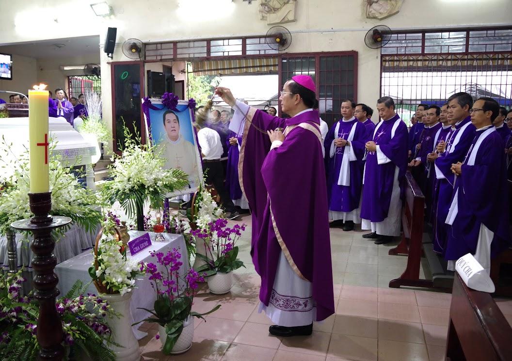 Thánh lễ an táng Cha Giuse Trần Ngọc Tâm - Chánh xứ Xuân Đức - Ảnh minh hoạ 31