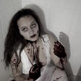 HORROR 002 by Elizabeth Liversage - Public Holidays Halloween
