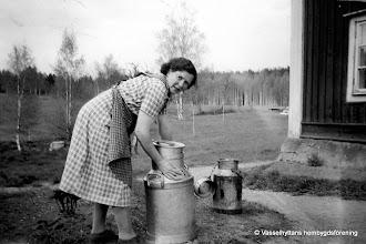 Photo: Kilen 1950-tal Greta Eriksson. rrendatorer vid Kilen i Wasselhyttan Greta Eriksson och hennes man Evert Eriksson var arrendatorer under åren 1944-1955 vid Kilen i Wasselhyttan.