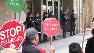 Manifestación contra los desahucios en el Paseo de Almería.
