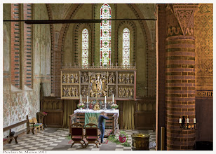 Photo: Die St. Marien Kirche Parchim wird für eine Hochzeit geschmückt.