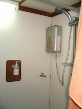 """Photo: #009-La salle de bains de la cabine """"Phi Phi"""" du Mermaid 1"""