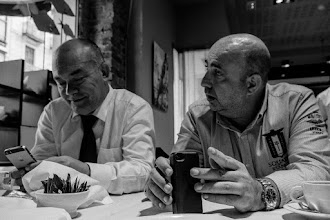 Photo: Todo había comenzado tiempo atrás en un oscuro tugurio, con una conversación aparentemente sin importancia:  - [Irreductible] Aupa Iñako..., mira, si me encuentras un sitio en donde meter a un puñao de gente, los de Naukas te montamos aquí una movida fina...  - [Iñako] Aquí en Bilbao no nos andamos con ostias, espera que hago dos llamadas y te reservo una sala...