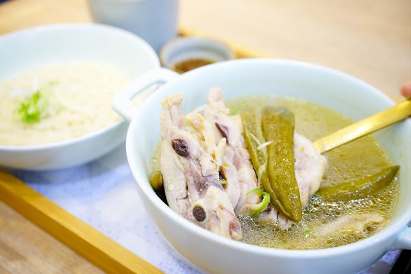 龍涎居好湯 來一碗雞湯暖心暖胃!龍涎居2.0版二代店 永康商圈美食推薦!