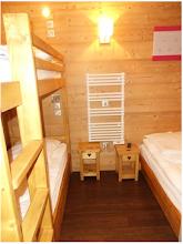 Photo: Coin cabine, 2 lits superposés et 1 lit simple en 80x190, 4 tiroirs de rangement sous les lits