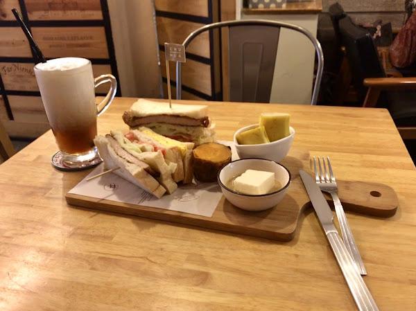 氣氛好,食物不錯吃,推薦午後來悠閒的配點小點心和飲料