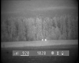 Photo: Полдень. Солнечный день. Пример демонстрирует эффект обнаружения встречного оптического наблюдения (бинокль БПЦс10х40, слева, 970 м) и прицеливания(прицел ПСО-1, справа, 1010 м).