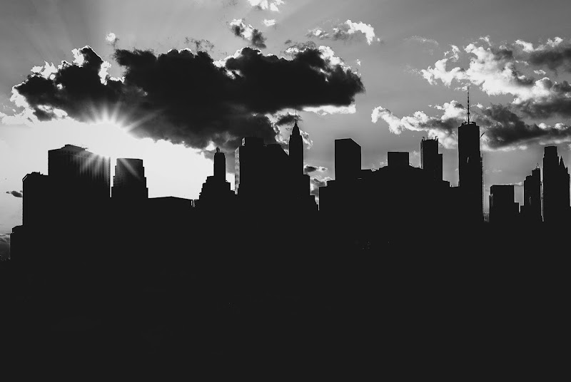 Manhattan silhouette di th3storyteller