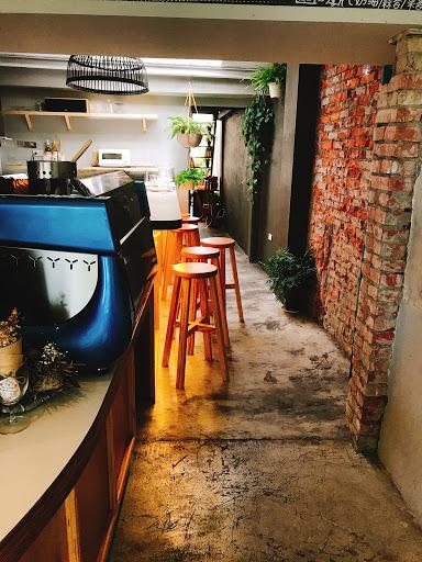 五甲公園旁的老屋咖啡廳 有著舒服空間跟豐盛早午餐