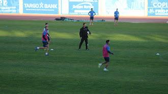 Manolo Ruiz trabajando con los jugadores en el estadio de Santo Domingo.
