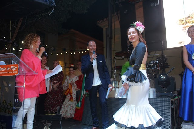 La pregonera, Isabel López Montoya; y los presentadores, Antonio Hermosa y Belén Nieto.