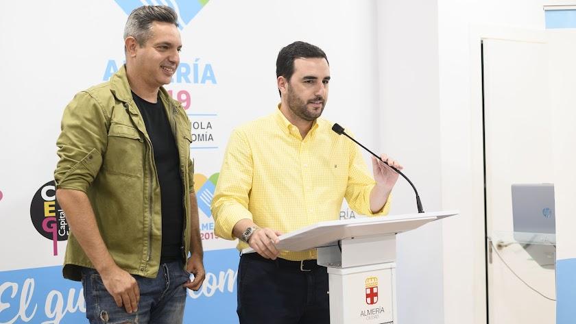 Carlos Felipe y Carlos Sánchez durante la presentación del documental.