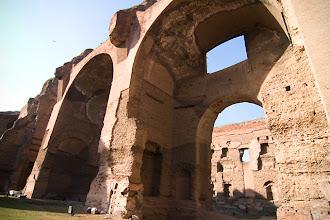 Photo: Caracallan kylpylän raunioita Caelius-kukkulalla.