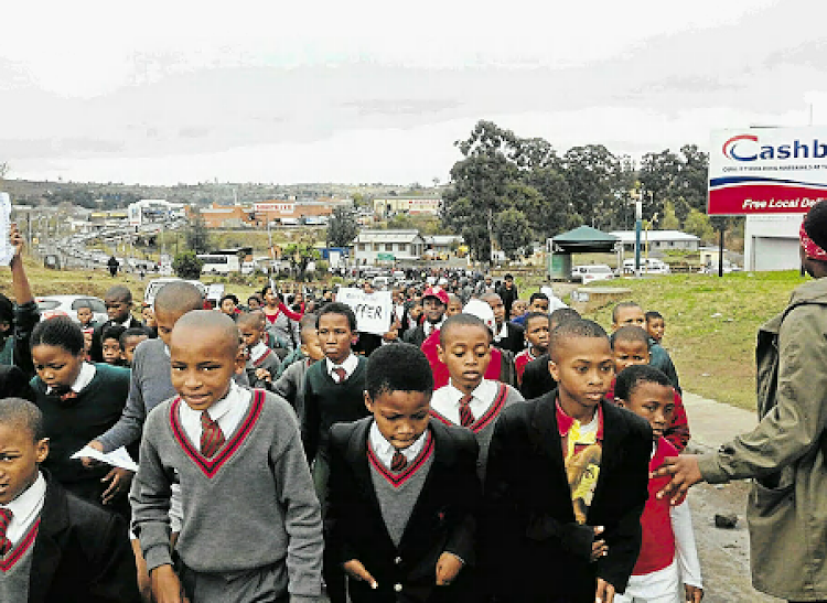 Hundreds of Butterworth High School pupils marched to the police station in the CBD as part of a fight against substance abuse