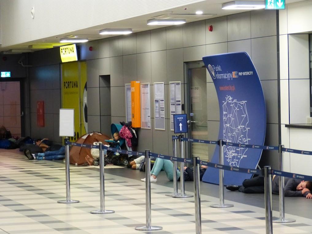 Bahnhof Szczecin Glowny, etwa 5 Uhr am Sonntagmorgen. Mehr Bilder in der Fotostrecke, welche mit einem